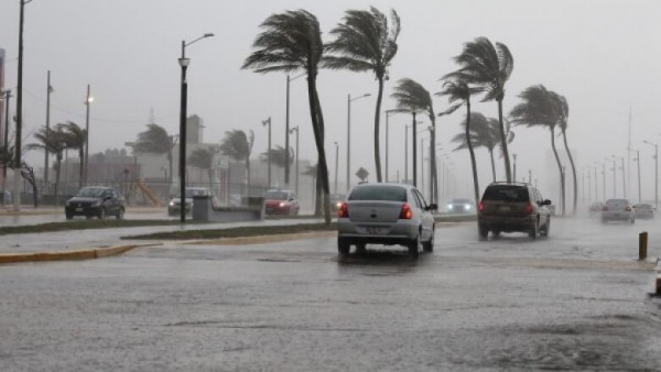 Pronostican rachas de 105 kilómetros para este martes en Veracruz