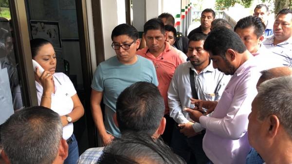 Soteapan exige a SCT asfalto nuevo en carretera
