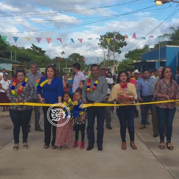 Andrés Valencia inaugura calle en San Juan Evangelista