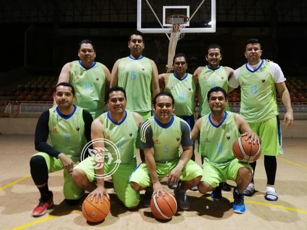 Técnicos y Profesionistas disputarán la final en basquetbol