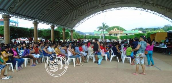 Más de cinco mil alumnos reciben becas en Tatahuicapan