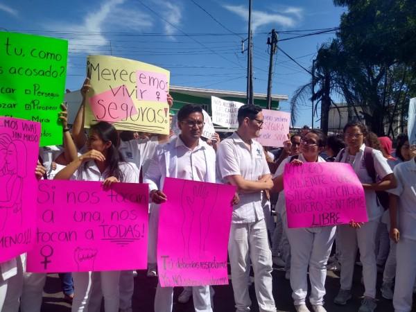 Estudiantes de la UV realizan marcha contra el acoso sexual