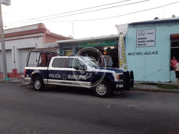 Sujetos armados asaltan tienda en calles de Veracruz