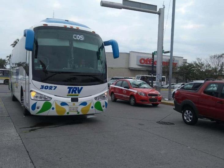 Choque entre tres autobuses deja 15 personas lastimadas