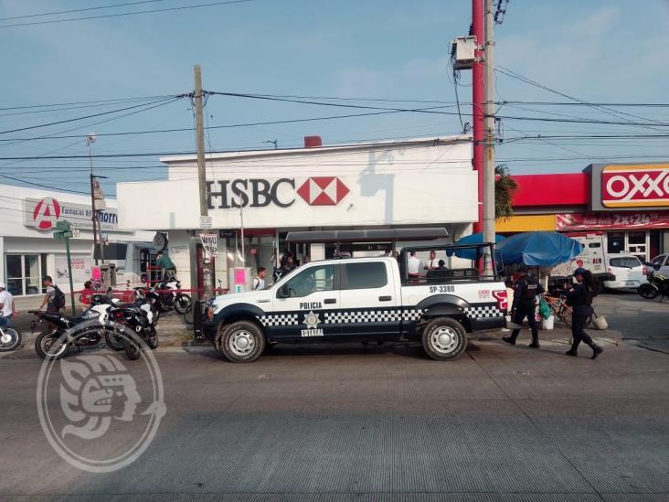 En Veracruz, hombre rocío ácido muriático durante asalto al banco