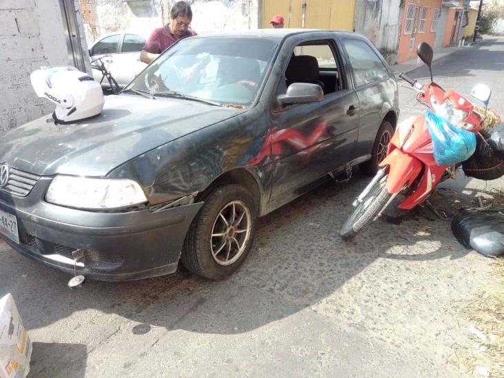 En Veracruz, atropella vehículo a madre e hijo
