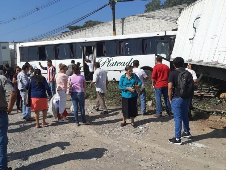 Fuerte accidente en la Córdoba-Veracruz deja 12 lesionados