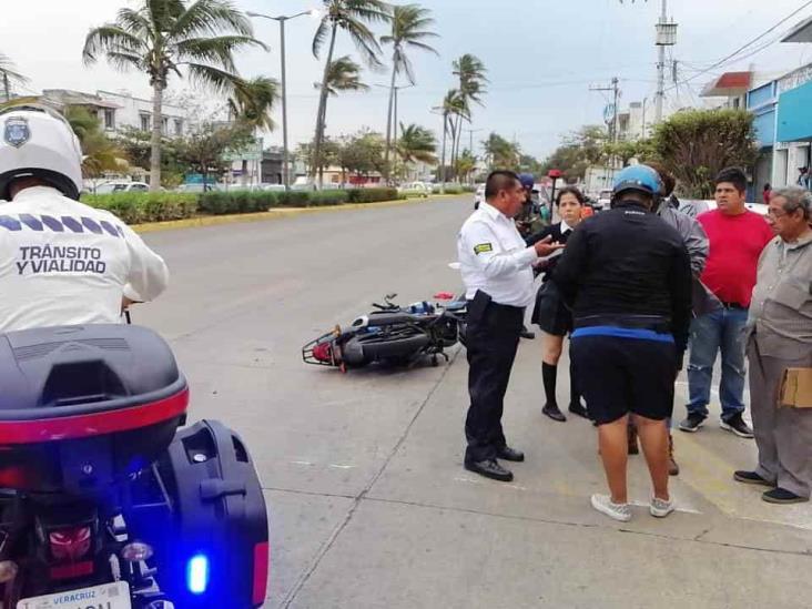 Motociclista severamente lesionado al impactarse con taxi