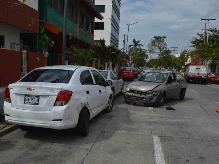 Camioneta de valores provoca choque múltiple en Veracruz