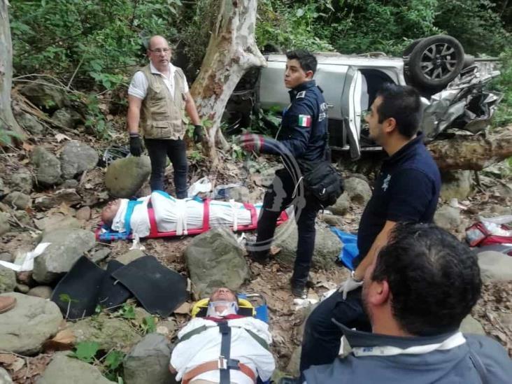 Volaron y cayeron a un barranco: 2 lesionados