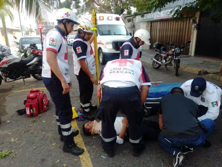 Por evadir infracción, motociclista agrede a agente de Tránsito de Boca