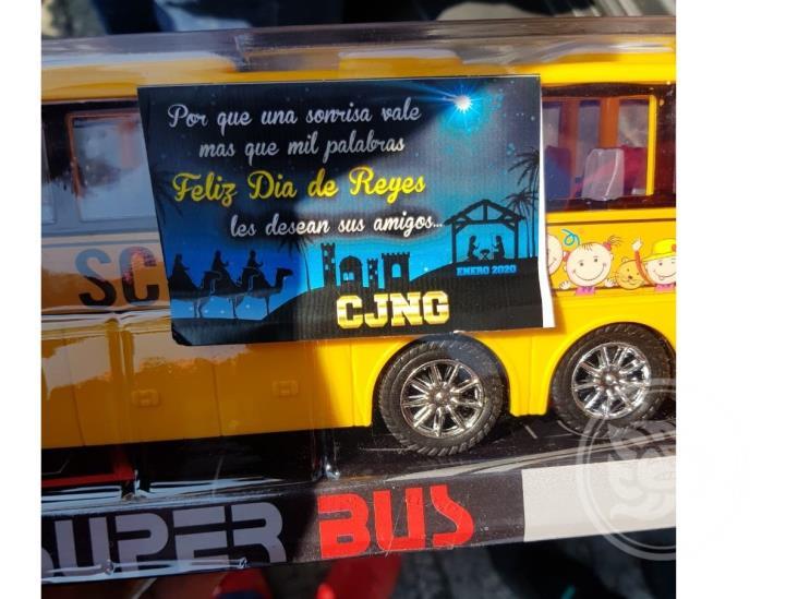 Sicarios del CJNG reparten juguetes en zona centro de Veracruz