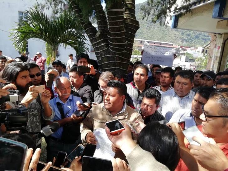 Amagan habitantes de Atzompa con 'paralizar' Veracruz; exigen obras
