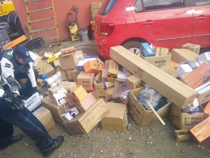 Detienen a hombre con presunta mercancía robada en Orizaba