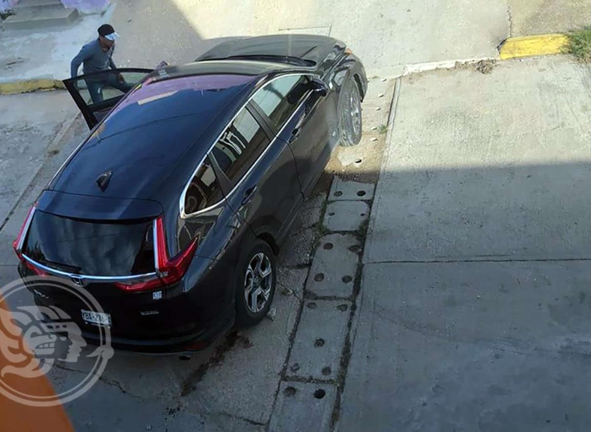 Par de delincuentes roban un vehículo en Coatzacoalcos