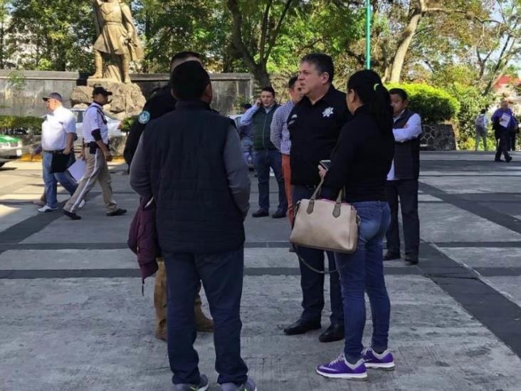 Visita Hugo Gutiérrez a familiares de policía herido en Atzalan