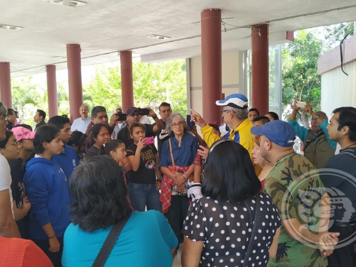 Jóvenes deportistas se manifiestan en palacio municipal de Poza Rica