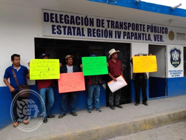 Protestan en comunidad de Papantla por discriminación de taxistas