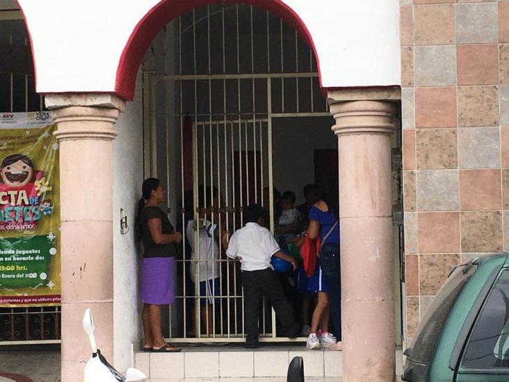Protestan en demanda de maestro para escuela de Poza Rica