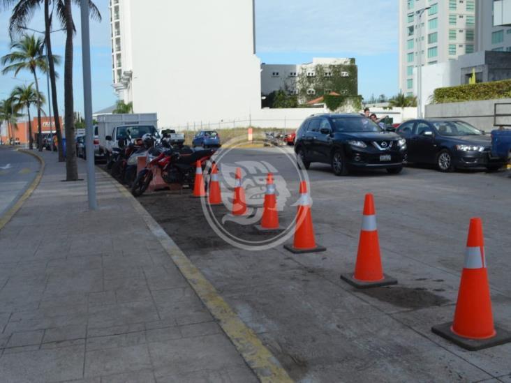 Aprueban dictamen que prohíbe apartar estacionamiento y obstruir cocheras