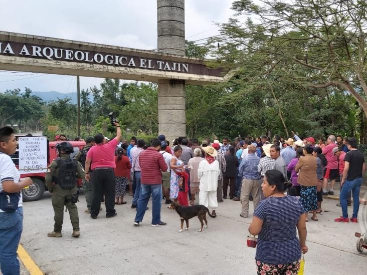 Toman accesos a El Tajín; acusan al INAH de bloquear obras de drenaje