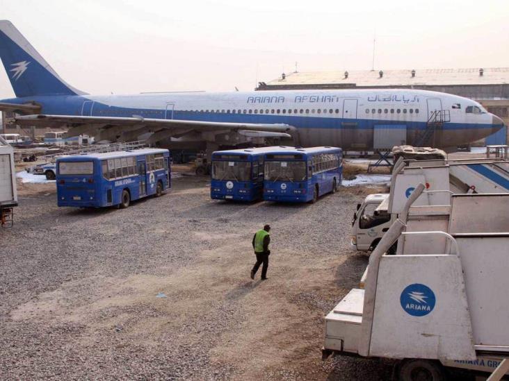 Se estrella avión en Afganistán con 83 pasajeros a bordo