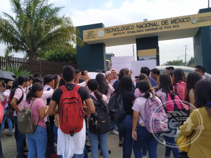 Con bloqueo, exigen reincorporar a maestros en el Tec de Poza Rica
