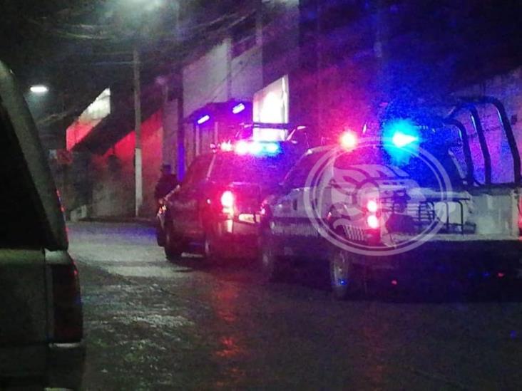 Entre cobijas, hallan cuerpo con signos de violencia en Córdoba