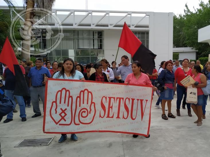 Marcha Setsuv en Poza Rica; exigen aumento salarial