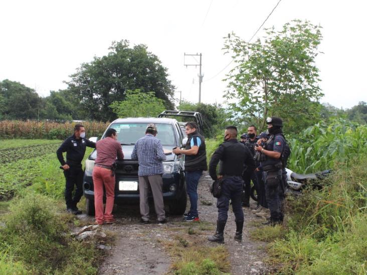 Hallan a hombre ejecutado en camino de Rafael Delgado