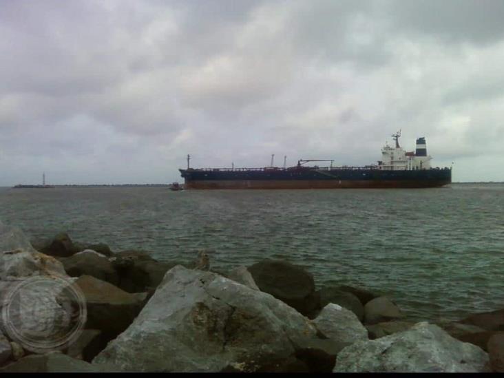 Baja movilidad de buques con combustible en API Coatzacoalcos