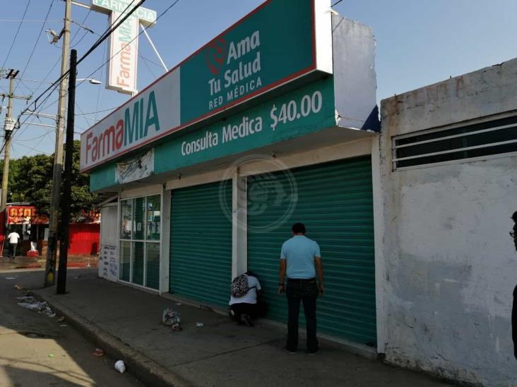 Regresan los cortinazos a Coatzacoalcos, delincuentes saquean farmacia