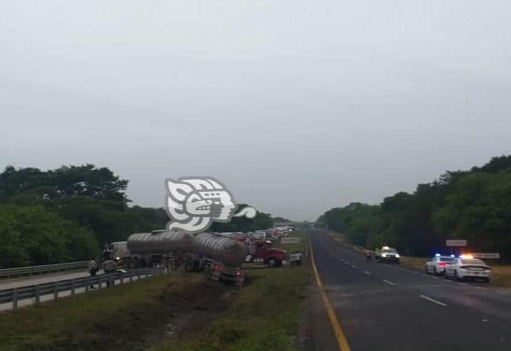 Vuelca pipa en el tramo Acayucan-Cosoleacaque
