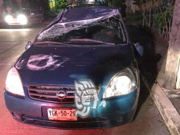 Abandonan coche volcado en colonia La Palma de Acayucan