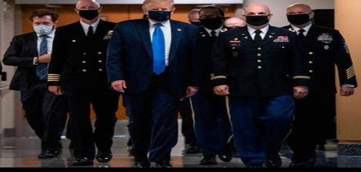 Trump se deja ver con cubrebocas por primera vez