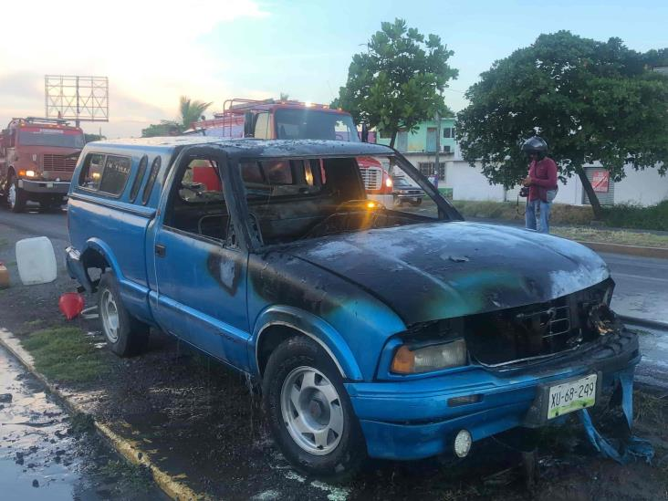 Se incendia camioneta en calles de Veracruz
