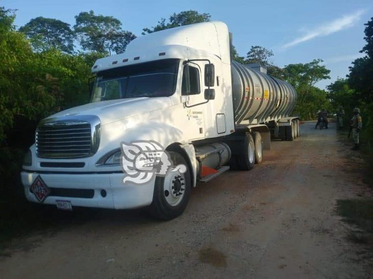 Asegura SSP 20 mil litros de hidrocarburo en Moloacán; dos detenidos
