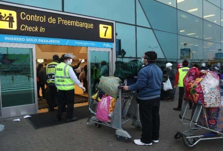 Tras 120 días se reanuda transporte aéreo y terrestre en Perú