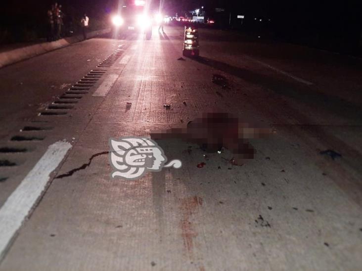 Hombre muere tras ser arrollado por tráiler sobre La Tinaja- Cosoleacaque