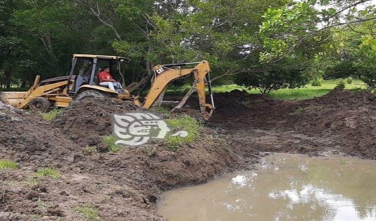 Buscan reactivar el campo con construcción de represas en Moloacán
