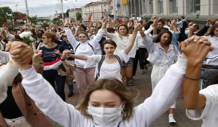 Cientos de detenidos y un herido en tercer día de protestas en Bielorrusia