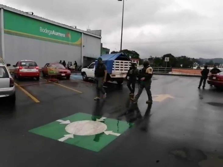 Secuestran a 2 hombres y 1 mujer en centro comercial de Huatusco