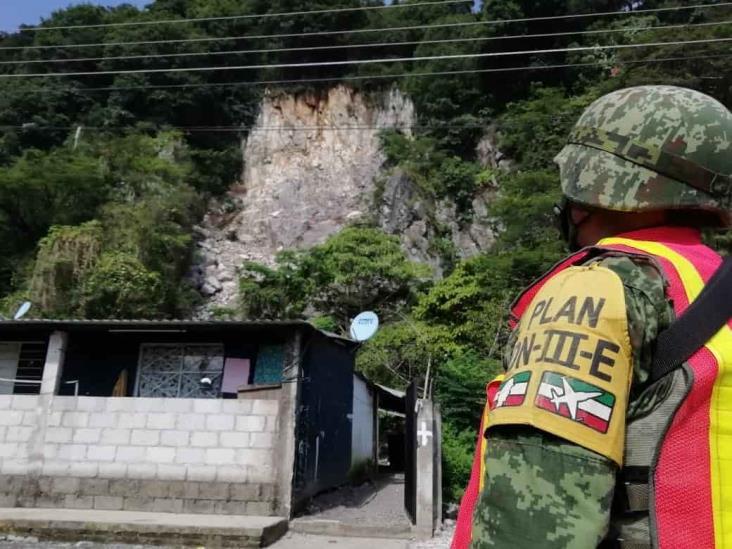 Desgajamiento de rocas pone en riesgo a familias de Huiloapan