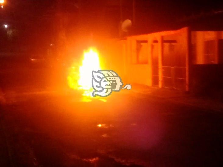 Por supuesta traición, le quema la moto a su exnovia en Moloacán
