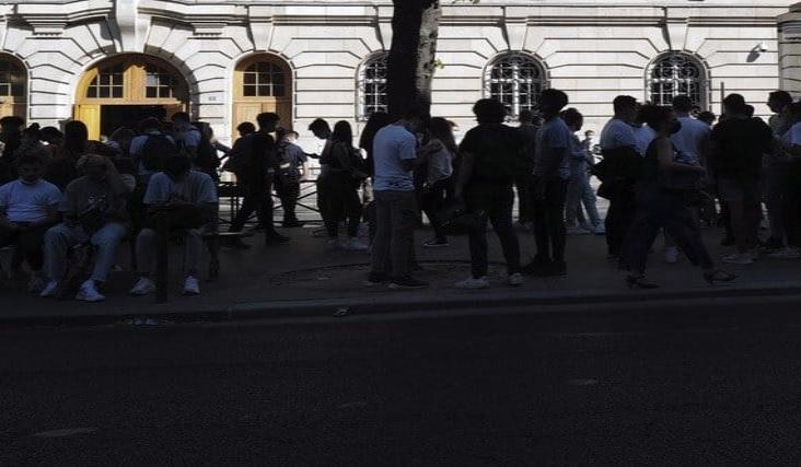 Cierra Francia más de 80 escuelas por casos de Covid-19