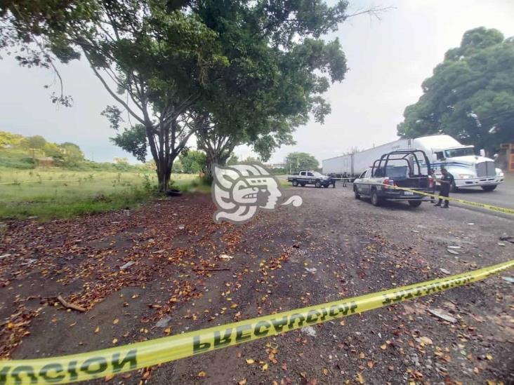 Con huellas de violencia, hallan cuerpo en carretera a San Rafael