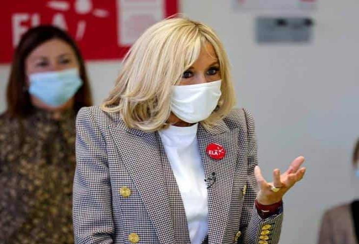 Esposa de Macron entra en cuarentena por contacto de covid-19