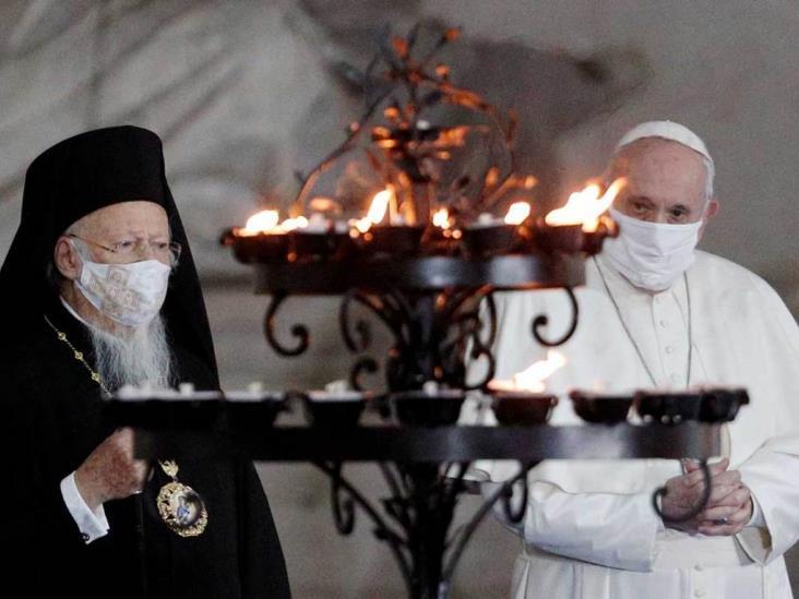 Con cubrebocas, el Papa ora por la paz junto a otros jerarcas