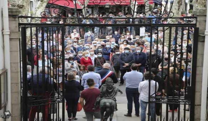 Alumnos del profesor decapitado en Francia lo señalaron por unos 300 euros