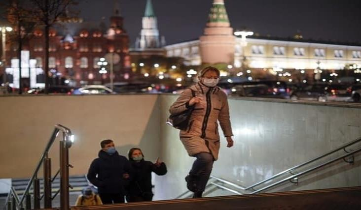 Reporta Rusia récord de decesos y contagios por coronavirus